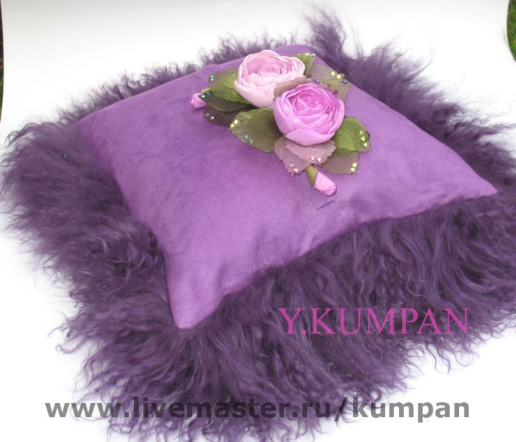 Декоративная подушка из меха своими руками