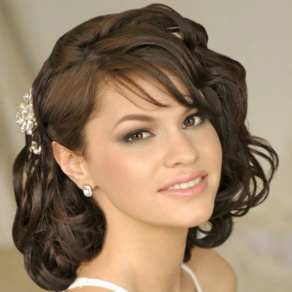 Выпускные причёски на средние волосы с челкой фото