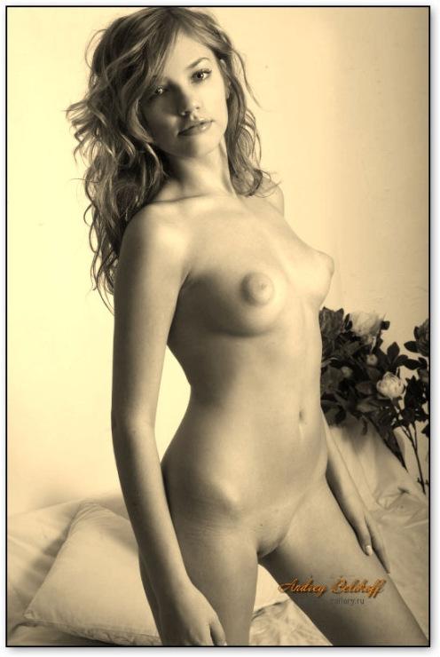 Фото голых девушек с острыми сосками 42178 фотография