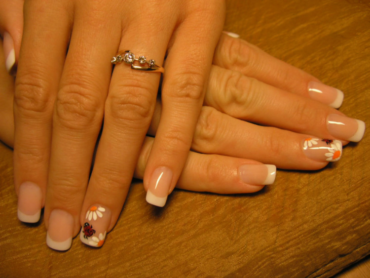 Красивый маникюр на нарощенных ногтях френч