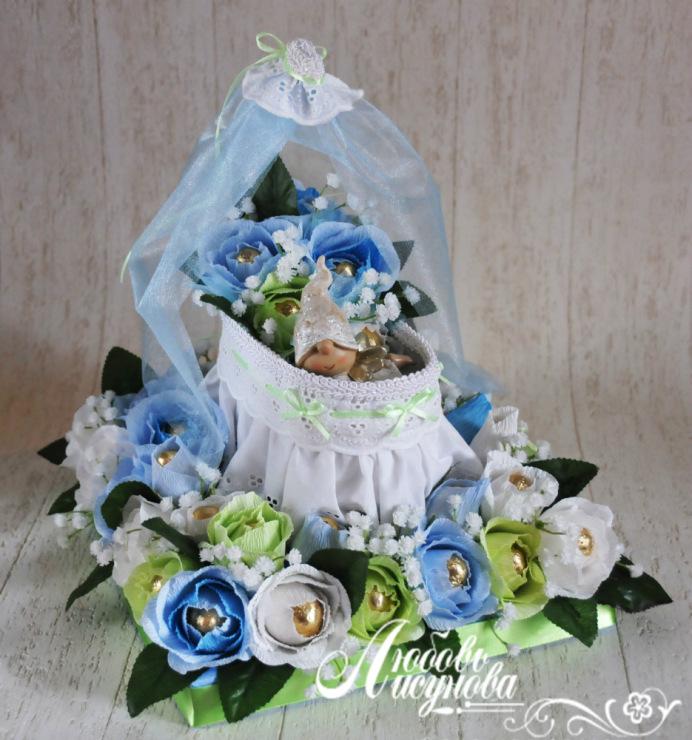 Подарки из конфет на рождение ребенка 901